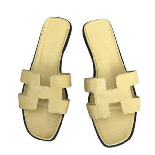 Hermes Jaune Poussin Epsom Leather Oran Sandals