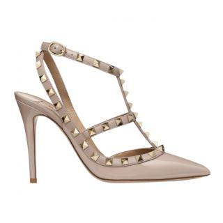 Valentino poudre patent rockstud caged pump