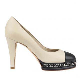 Chanel cream leather chain detail pumps
