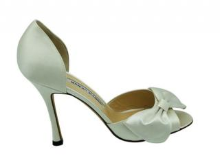Manolo Blahnik White Satin Bow Detailed Pumps