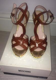 Moschino Gold and brown wedges