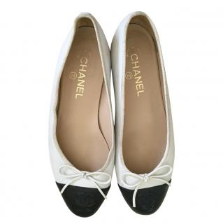 Chanel white & black leather ballet flats