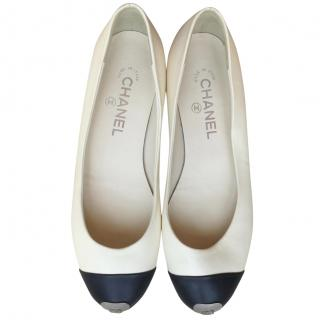 Chanel cream & black leather ballet flats