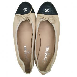 Chanel beige & black leather ballet flats