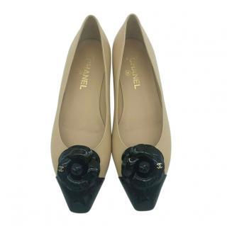 Chanel Camelia embellished beige leather ballet flats