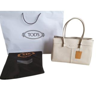 Tod's buttermilk grained leather shoulder tote bag
