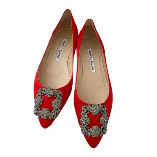 Manolo Blahnik red satin hangisi flat pumps