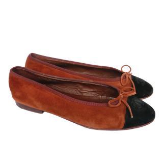 Chanel Rust/Black Vintage Suede Ballerina Flats