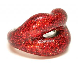 Solange Azagury Partridge Hotlips red glitter ring