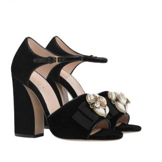 Gucci Black Velvet Sandals With Bee & Faux Pearl Applique