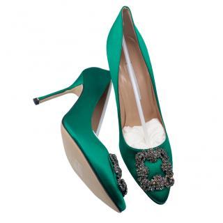 Manolo Blahnik embellished green hangisi pumps