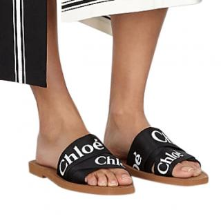Chlo� Woody black logo-print sliders