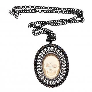 Amadeo Hand-Carved Skull pendant Necklace