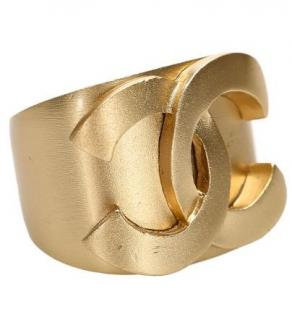 Chanel brushed gold tone cc ring