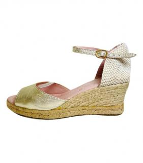 Pretty Ballerinas Gold Leather Wedges