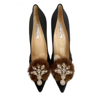 Oscar de La Renta Black Fur Crystal Embellished Satin Pumps