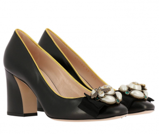 Gucci Faux Pearl Embellished Leather Court Pumps