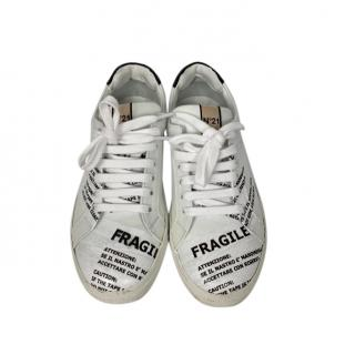 No.21 White Fragile Tap Sneakers