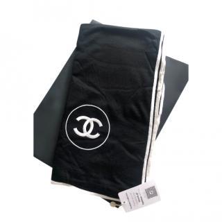 Chanel Black & White Cashmere Knit Scarf