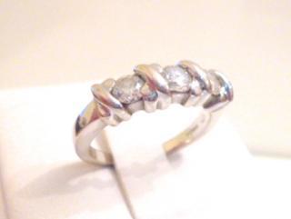 Diamond 'Hugs and Kisses' Ring. 18ct. Gold