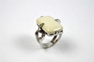 White Gold, Diamond and White Coral Ring