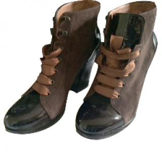 Robert Clergerie brown swede and patent leather lace up boots