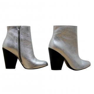 American Retro Silver Leather Ankle Boots (RPP �170.00)