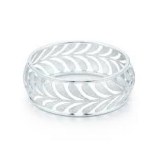 Tiffany Villa Paloma wide bangle in sterling silver, medium.
