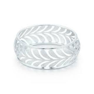 Tiffany Villa Paloma wide bangle in sterling silver, medium.