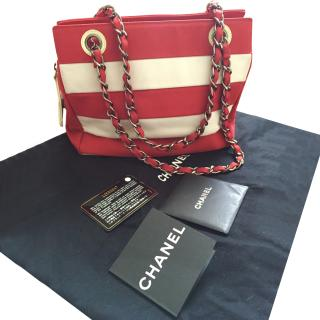 Chanel red and white fabric shoulder bag