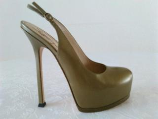YSL Yves Saint Laurent  Gray Leather Tribute Pumps. Size 38