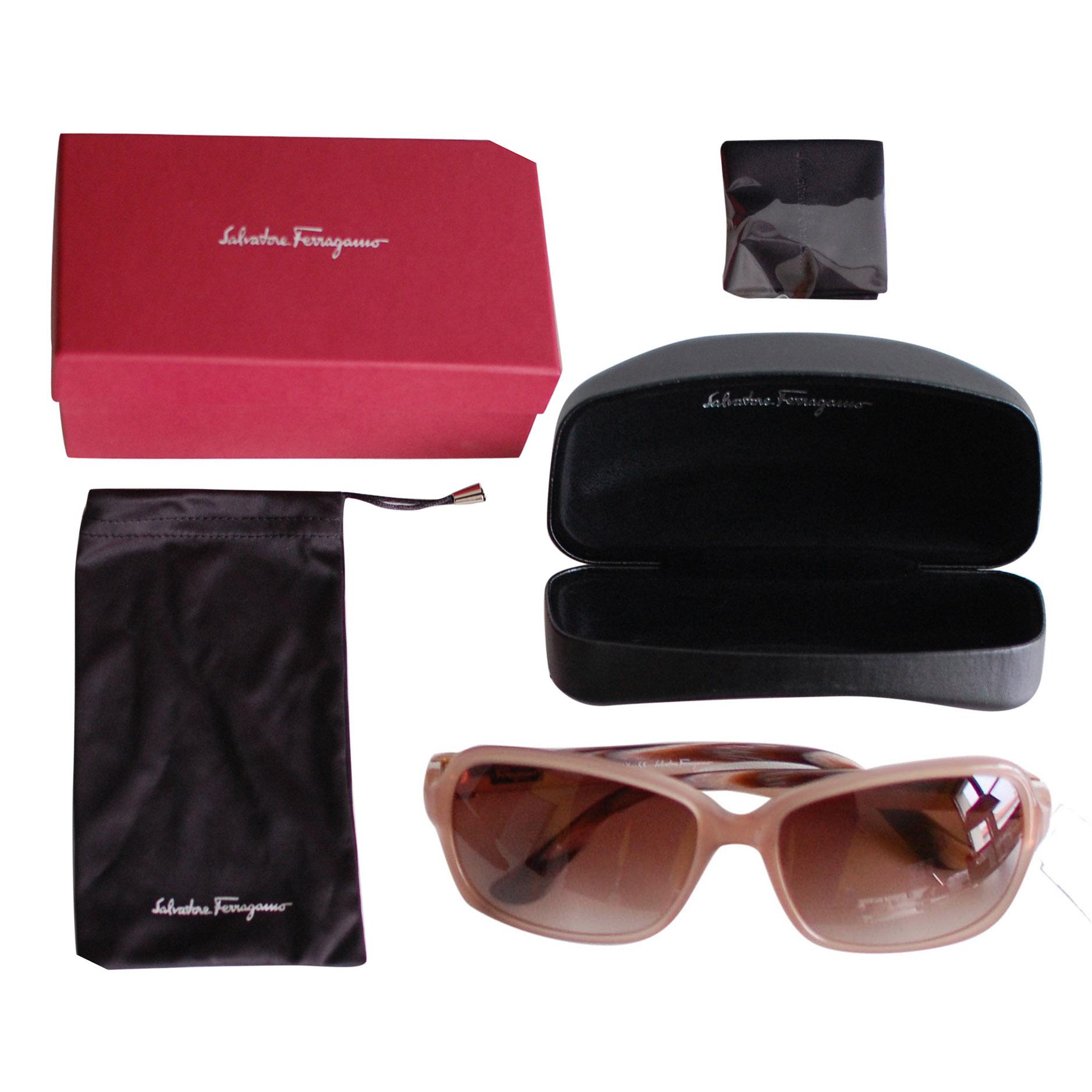 775fc3093e56 Salvatore Ferragamo Sunglasses 1