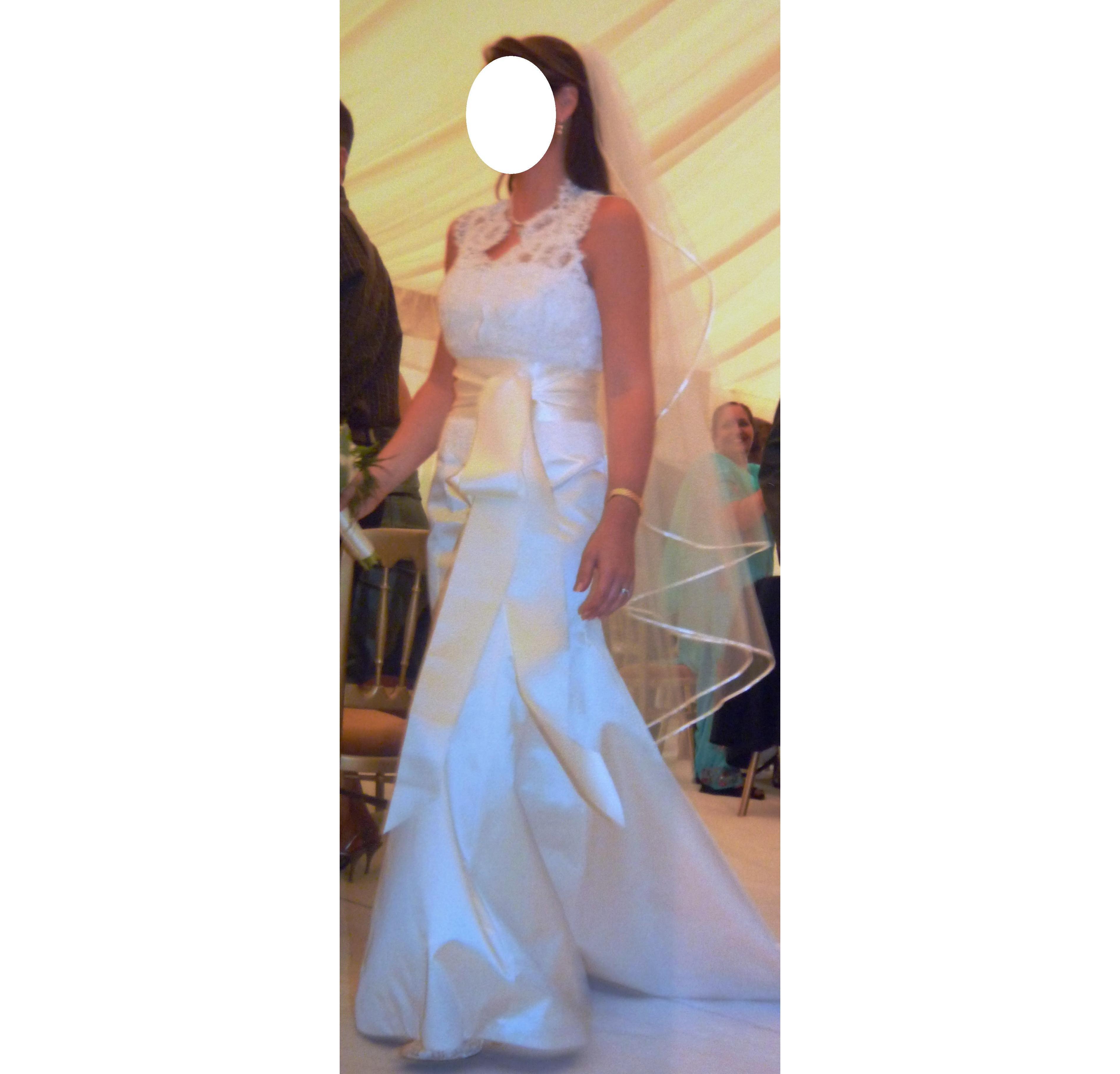 Monique Lhuillier ivory wedding dress, lace top and veil
