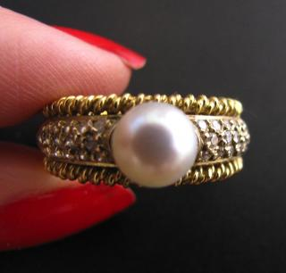 Diamonds, Gold & Pearl ring