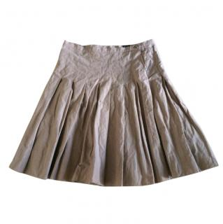 Joseph taupe cotton blend pleated skirt with creased effect.
