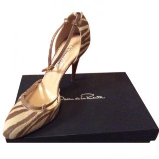 Oscar de la renta beige and cream ponyskin high shoes euro 40