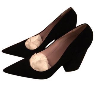 Victoria Beckham black pointy suede pumps