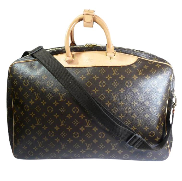 48666e1e583e Louis Vuitton Alize 2 Pouch Travel Bag