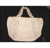 CHANEL white leather shoulder bag
