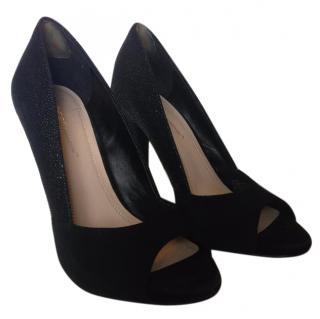 BCBG black leather/suede heels