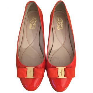 Salvatore Ferragamo 'Varina' patent leather orange ballerinas