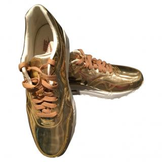 Nike men's gold trainers