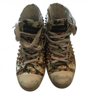 Gienchi ladies distressed sneakers