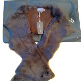 Gushlow & Cole Toscana otter fur button loop scarf
